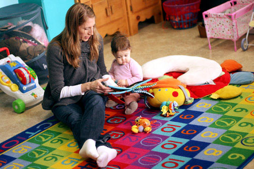 A student reads to her daughter in Bastyr's Parent Resource Center.