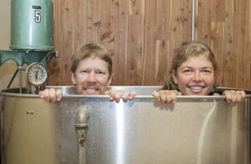 Students peak out of hydrotherapy tub