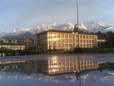 College buildings with mountains in background.