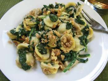 Plate of Spinach-Mushroom Mac and Cheese