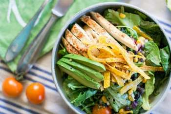 Southwest Chipotle Chick'n Salad