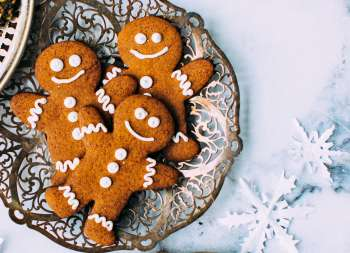 plate of gingergbread cookies