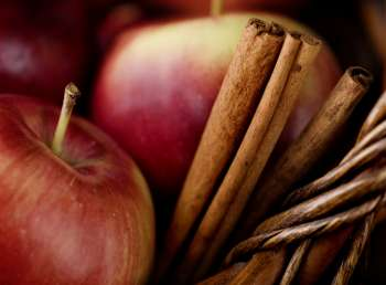 Apples and cinnomon sticks